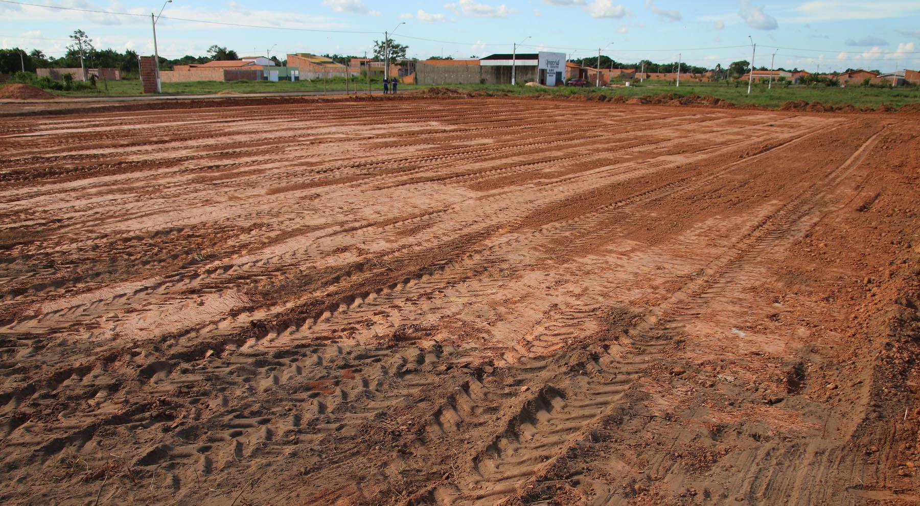 Serviços de terraplanagem foram iniciados na área de  2.700 m² no bairro Parque Alvorada. Foto: Jackson Silva/Sinfra