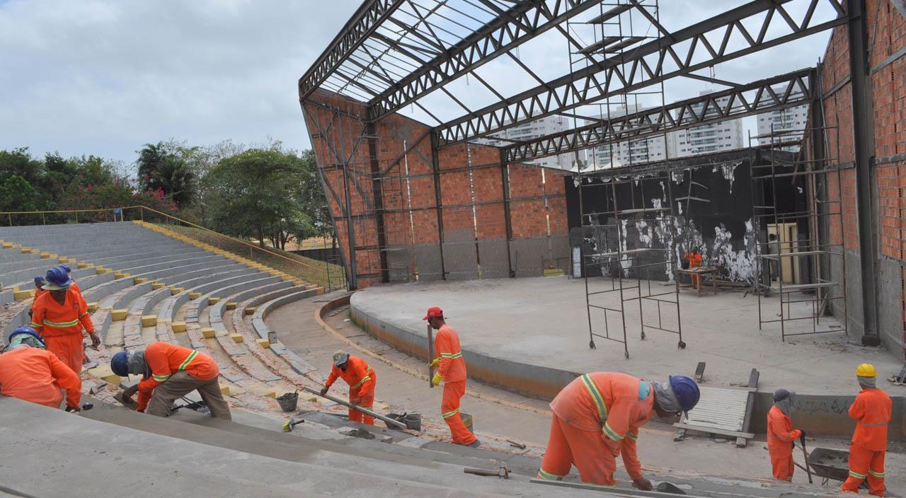 Operários trabalham na obra de recuperação da Concha Acústica da Lagoa da Jansen. Foto: Divulgação