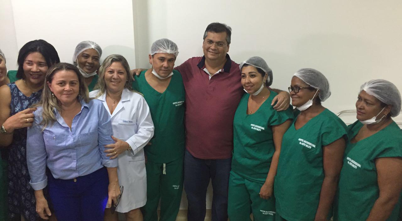 Governador Flávio Dino e a equipe do hospital macroregional de Imperatriz. Foto: Divulgação